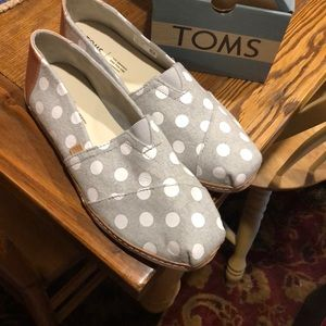 TOMS Drizzle Grey Dots Felt On Leather size 10